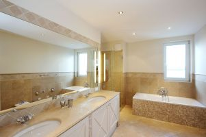 H?rlgasse, Dachbodenausbau, Bad, Badewanne, Dusche, Mosaik, Fliesen, Spiegel, Handwaschbecken