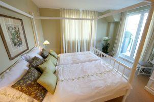 H?rlgasse, Dachbodenausbau, Schlafzimmer, Bett, Teppichboden