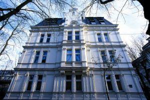 Laroche Gasse, Fassade, Dachschiefer, ( Strassenansicht der Laroche Gasse )