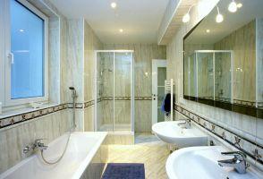 Türkenstrasse, Bad, Fliesen, Bodenfliesen, Wandfliesen, Spiegel, Bordüren, ( Die Auswahl von Bordüren trägt entscheident zum gelungen Verfliesen eines Badezimmers bei )
