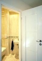 Türkenstrasse, Bad, Türen, Drevo, Massivholztüren, weisse Türen, Beschläge, ( Die Türen sind aus Massivholz von einem Tischlerbetrieb massangefertigt )