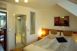 Türkesntrasse , Schlafzimmer, Bett, ( Das Badezimmer ist dem Schlafzimmer direkt angeschlossen )